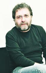 """Ahmet Hakan, """"Seren Serengil ekrandan gidince haber verin lütfen, televizyonun önünden geçmem gerekiyor da"""" yazdı."""