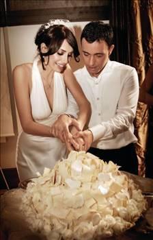 Uzun süre adı kimseyle anılmayan Mustafa Sandal ise hayatına yeni bir sayfa açtı. Sandal şimdilerde, Emina Turkcan ile evli ve bir çocuk babası.