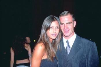 """Henüz 20 yaşındayken aşk yaşamaya başlayan ikili geçen 2,5 yılın sonunda """"aradaki saygının bitmesini"""" gerekçe göstererek yollarını ayırdı."""