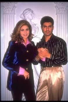 """ÖZCAN DENİZ - ESİN MORALIOĞLU  Şöhret kapılarını """"Meleğim"""" şarkısı ile aralayan Özcan Deniz, başarısının yanı sıra 1997 yılında Esin Moralıoğlu ile yaşadığı aşk ile adından söz ettirdi."""