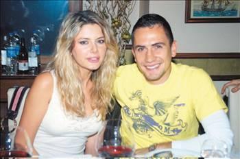 Manken - futbolcu aşkının en güzel örneği olarak gösterilen çift, Aysun Kayacı'nın adının Fatih Aksoy ile aşk dedikodularına karışmasının ardından 7 yıllık ilişkilerini noktaladı.