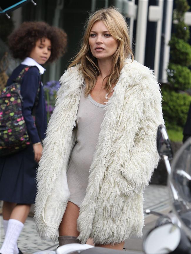 Dünyaca ünlü süpermodel Kate Moss'u görenler şaşkınıklarını gizleyemedi.  Londra'da görüntülenen Moss'un üzerinde bir tişört ve kürk palto, altında ise sadece şeffaf bir iç çamaşırı vardı.  Çevredekilerin ilgisini çeken in daha sonra bir filmi çekimi için böyle giyindiği ortaya çıktı. Reklamda rol alan Moss'la aynı kıyafetteki genç kız da fiziğiyle büyüledi.