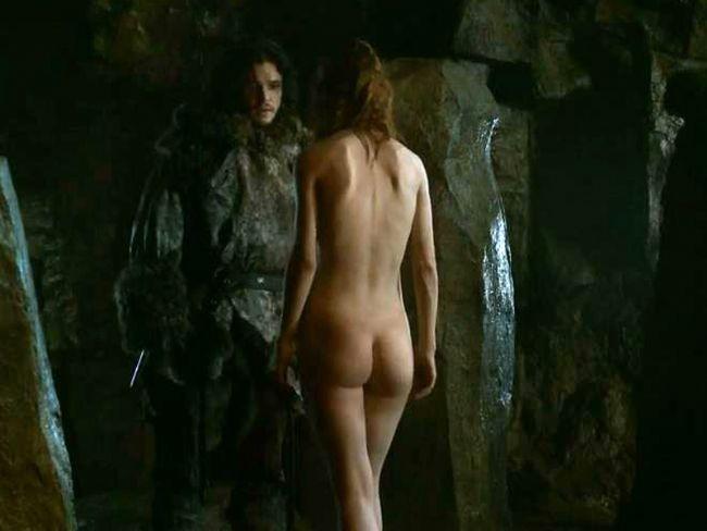 Rose Leslie tüm dünyada beğeniye izlenen  Game of Thrones adlı dizi için çırılçıplak kamera karşısına geçti.
