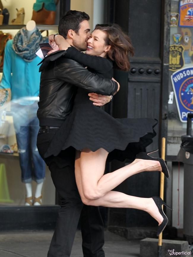 Jovovich, bir reklam çekimi sırasında rolüne kendisini kapıtınca olanlar oldu.