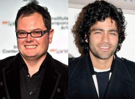 Either Alan Carr ve Adrian Grenier  Carr (solda) ve Grenier 1976 doğumlu. Ama Grenier daha çocuksu görünüyor.