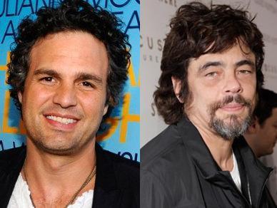 Mark Ruffalo ve Benicio Del Toro  İkisi de 1967 doğumlu. Ama Del Toro'nun alameti farikası olan gözaltı halkaları onu kendisinden büyüklerden bile daha yaşlı gösteriyor.
