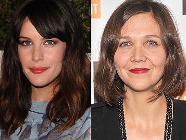 Liv Tyler ve Maggie Gyllenhaal  İkisi de 1977 doğumlu. Ama Geyllenhaal belki de bu fotoğraf çekilirken biraz yorgundu. Bu yüzden yaşıtından daha olgun görünüyor.