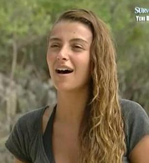Manken Özge Ulusoy, geçen yıl Survivor yarışmasına katılınca yıldızı parladı.