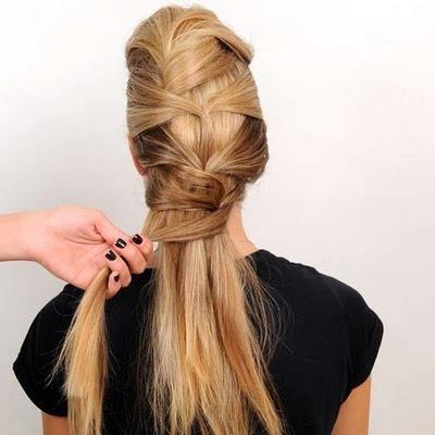 Önden arkaya doğru saçlarınız zik zak şeklinde inerken hem görüntüsüne hem de rahatlığına bayılacaksınız.