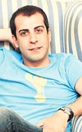 'Bir İstanbul Masalı'nda, Zekeriya rolüyle beğeni toplayan oyuncu Emre Karayel de geçen mayıs ayında bir kavgayla anıldı.