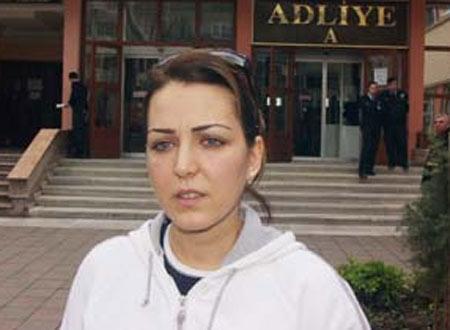 """Türkücü Pınar Dilşeker, beş yıl önce, eski eşi Çetin Yılmaz tarafından şiddet gördüğünü iddia ederek Kadıköy Savcılığına suç duyurusunda bulundu. Dilşeker, adliye çıkışı gazetecilere şu açıklamayı yaptı: """"Evliliğim boyunca sürekli dayak yedim. Boşandım ama hala şiddetten kurtulamadım."""""""