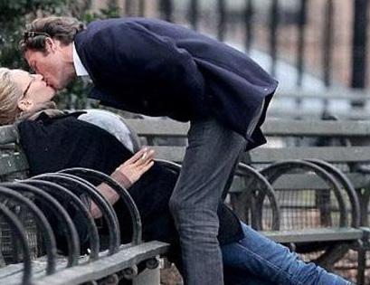 Ünlü oyuncu Uma Thurman da sevgilisi Arpad Busson'la New York'ta öpüşürken objektiflere takıldı.