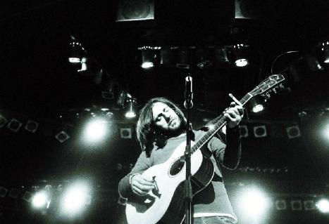 DOSTLUK BİTMEDİ  Zuğaşi Berepe 1998'de dağıldı ama Kazım arkadaşlarından hiçbir zaman ayrılmadı. Solo albümlerinde çalışma yaptığı müzisyen arkadaşlarını çoğu zaten Zuğaşi Berepe grubundan dostlarıydı ve hep yanında kaldılar.