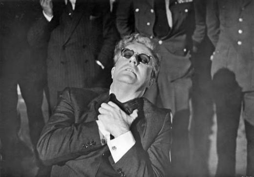 17. Dr. Strangelove/Dr. Garipaşk (1964) Yönetmen: Stanley Kubrick Oyuncular: Peter Sellers, George C. Scott, Sterling Hayden