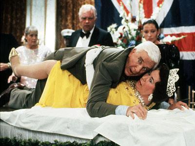 7. The Naked Gun/Çıplak Silah (1988) Yönetmen: David Zucker Oyuncular: Leslie Nielsen, Priscilla Presley, O.J. Simpson