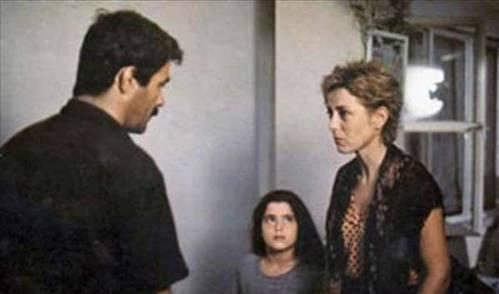 Ömer Kavur'un yönettiği 'Amansız Yol' filminde başrolü Kadir İnanır'la paylaşan Zuhal Olcay, kocası tarafından hayat kadınlığına itilen Sabahat rolünü canlandırdı. Bu rol Olcay'a 1985'teki Antalya Film Festivali'nde 'En İyi Kadın Oyuncu' ödülünü kazandırdı