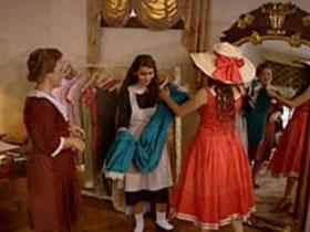 Julia Roberts'in oynadığı Vivian karakteri, Güllü'den tamamen farklı bir tip olsa da Güllü'nün üzerindeki kıyafetlerle girdiği mağazada, oraya yakışmadığı gerekçesiyle kapı dışarı edilmesi, tıpkı Pretty Woman filmindeki o hafızalara kazınan sahneyi hatırlattı. Vivian da girdiği dükkandan apar topar atılmıştı.