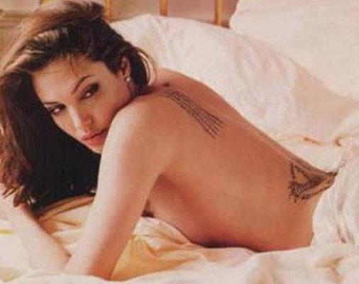 Uslu, o pozuyla Angelina Jolie'nin yıllar önce yatakta verdiği bu pozu taklit etmişti.