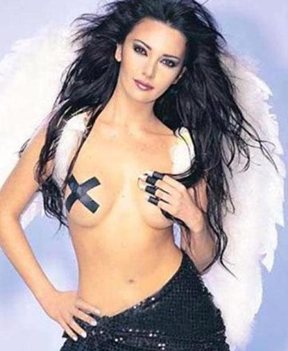 Hande Yener'in melek pozu bakın esin kaynağını nereden almış.