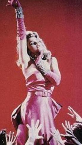 Sinemanın efsane sarışının kendine örnek alanlardan biri de Madonna....