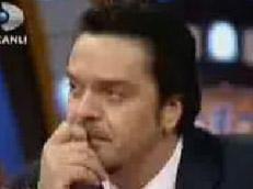 BEYAZIT ÖZTÜRK Genellikle hem kendisi gülen hem seyircileri güldüren Beyaz bir programında hem kendisi ağladı hem seyircileri ağlattı.   Zülfü Livaneli'yi konuk ettiği canlı yayına Bursa'dan bağlanan Hasibe Gülcan, Zülfü Livaneli için, 'Ben sizi, Nazım Hikmet'i ve Atatürk'ü, babamdan sevdim ve babamı geçen yıl kaybettim ve babama her sabah baba güneş topla benim için diye seslendim. Senden birşey istiyorum Zülfü Abi, Güneş Topla Bizim İçin' deyince, stüdyoda bulunan konuklar gözyaşlarına hakim olamadılar. Ünlü şovmen Beyaz dahil tüm Beyaz Show ağladı.