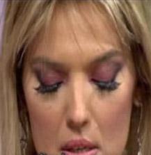 DEMET AKALIN  Sevgilisi Oğuz Kayhan'dan ayrıldığı dönemde Akalın da canlı yayında ağlama krizine girdi. Akalın önce stüdyoyu terketti. Daha sonra stüdyoya gelen Akalın, Oğuz Kayhan'ın yayına bağlanmasıyla 2. kez yayını terketti.