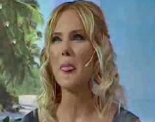 ECE ERKEN TV sunucusu Ece Erken eşinden boşandığını canlı yayında seyircilerine anlatırken gözyaşlarına boğuldu.