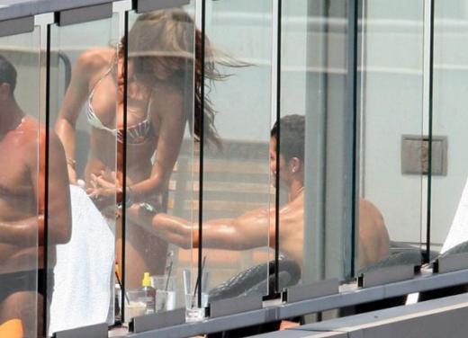 Geçen yıl Ronaldo, sevgilisine bir nişan yüzüğü hediye etti. Ama bir kaç ay sonra çiftin arasına kara kedi girdiği konuşulmaya başlandı.