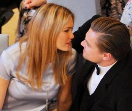 Aktörün Refaeli'nin annesiyle tanıştığı ikilinin nişanlandığı haberleri yayıldı.