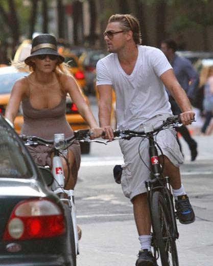 Leonardo DiCaprio geçen yıl Cannes Film Festivali sırasında Blake Lively ile birlikte görüntülendi.