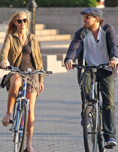 Ama yolları kısa sürede ayrıldı. 1987 doğumlu Lively bir süredir Scarlett Johansson'un eski eşi Ryan Reynolds ile aşk yaşıyor.