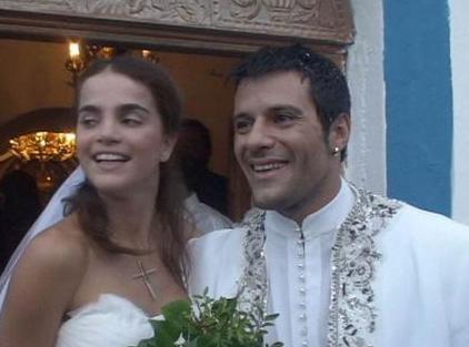 Ama işler başladığı gibi gitmedi. Yunanistan'a yerleşen sadece belli projelerde görev almak için Türkiye'ye gelen Kazaz eşi tarafından aldatıldı. Bunun üzerine de boşanma davası açtı.