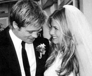 BÜTÜN DÜNYA ONA ACIDI  Dünyanın en yakışıklı adamı Brad Pitt kendisi kadar ünlü olmayan Jennifer Aniston ile evlendiğinde tüm hayranlarının kalbi kırılmıştı. Çiftin düğün fotoğrafları haftalarca tüm dünyanın magazin basınında yer aldı.