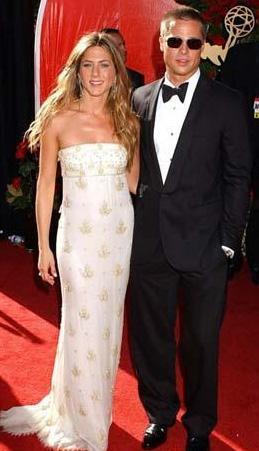Brad Pitt'in hayranları her ne kadar bu durumdan memnun olmasa da ikili tüm açılışlarda, özel davetlerde el ele göz gözeydi..
