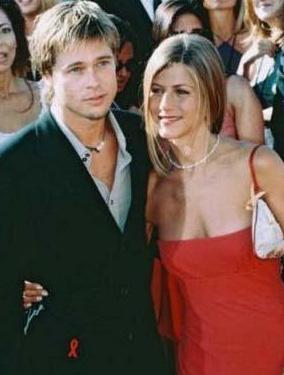 Pitt şimdi Angelina Jolie ve altı çocuğuyla mutlu bir hayat sürüyor. Aniston ise bir süredir aktör Justin Theraux ile birlikte.