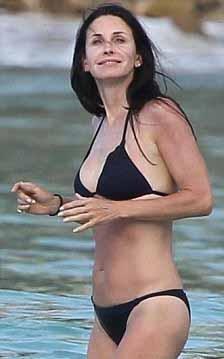 47 yaşında bikini giymenin sırrı  Courtney Cox 47 yaşında ama yarı yaşındaki bir çok hemcinsinden çok daha iyi görünüyor. Güzel yıldız bunun sırrını da New Beauty adlı dergiye verdiği röportajda bu işin sırrını açıkladı.