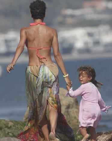 Berry'nin Malibu'da sahilde düzenlediği doğum günü partisine sadece kadın arkadaşları davetliydi.