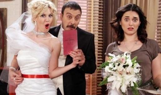 Ama finalde Kemal uzatmalı sevgilisi Simge karakteri ile evlendi. Bu durum da seyirciyi kızdırdı. Bu duruma Cazibe'yi canlandıran Aslıhan Gürbüz'ün kadrodan ayrılmasının neden olduğu konuşuldu.