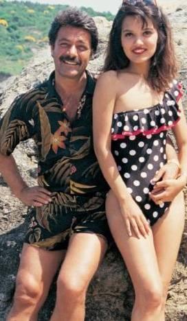 KADİR İNANIR- DEMET AKALIN  Demet Akalın için en büyük talih Kadir İnanır ile tanıştığı gündü. Kadir İnanır 80'li yılların ortalarında dört filmlik bir proje hazırlığı içindeydi. Bu filmlerin birinde oynaması için de Demet Akalın'ı seçti. O dönemde kimsenin tanımadığı Akalın'ı, günümüzde tanımayan yok.