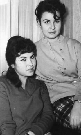 EMEL YILDIZ- FATMA GİRİK  'Panter Emel' lakaplı Emel Yıldız, birçok ünlü oyuncuyu Türk sinemasına kazandırdı. Bunlardan birisi de Fatma Girik'ti (1988).