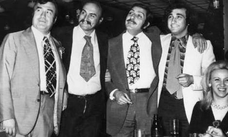 CELAL ŞAHİN- ÖZTÜRK SERENGİL- ORHAN BORAN- MÜJDAT GEZEN  Türk komedi dünyasının üç ünlü komedyeni ile bir ünlü sunucusu aynı kutlamada bir araya gelince, ortaya bu tarihi fotoğraf çıktı (1970'lerin sonu).
