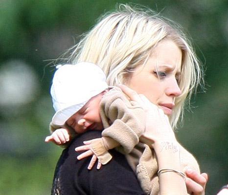 Geldof bir süre önce nişanlandı ve bir bebek dünyaya getirdi.