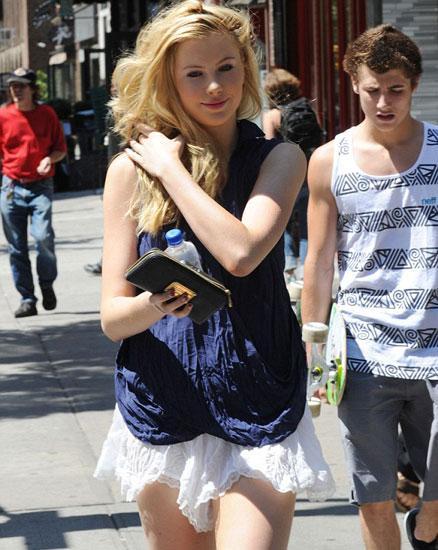 Basinger'ın aktör Alec Baldwin ile evliliğinden dünyaya gelen kızı artık 16 yaşında.
