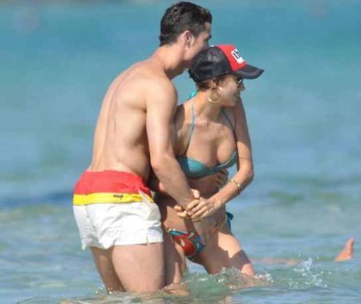İki yıldır birlikte olan Cristiano Ronaldo ile birlikte olan Irina Shayk, şu sıralar Fransa'da tatilin keyfini çıkarıyor.