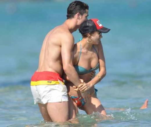 'TATAR KIZI'NIN TATİL KEYFİ  İki yıldır birlikte olan Cristiano Ronaldo ile birlikte olan Irina Shayk, şu sıralar Fransa'da tatilin keyfini çıkarıyor.