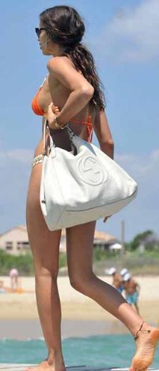 Shayk özel hayatında da podyumdaki gibi özenli giyiniyor.
