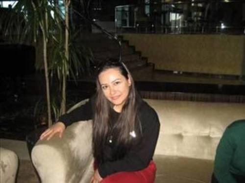YAŞAM TARZIMA UYMAYAN ROLLERİ GERİ ÇEVİRDİM Ezgi Sertel, Kanal 7'de sunduğu Ezgi ile Yaz Sabahı porgramı ile tanındı. Aslında İstanbul Üniversitesi Orman Mühendisliği mezunu olan Sertel muhafazakar bir ailenin kızı.