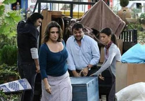 Dermancıoğlu daha şimdiden ekranın unutulmayan 'antipatik' karakterlerinden biri olan Mukaddes Yenge'yi seyircinin hafızasına kazıdı bile.