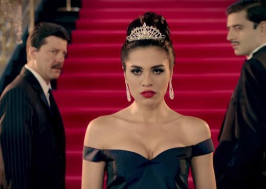 Dizinin baş kadın karakterini Bir Bulut Olsam'da Engin Akyürek ile oynadığı cüretkar sahneyle uzun süre konuşulan Şükran Ovalı canlandırıyor.