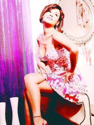 Deniz Seki, kendisini şarkı söylemeye hazır hissettiği anda, POP-SHOW 95 Şarkı yarışmasına katıldı ve kendi yazdığı şarkı sözü ile 1. oldu. 1997 yılında çıkarttığı 'Hiç Kimse Değilim' albümü ile müzik dünyasında tanınan bir isim haline geldi.
